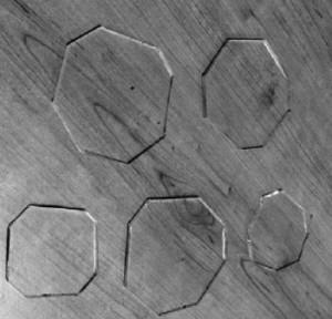 Hình 1. Tấm thủy tinh thí nghiệm