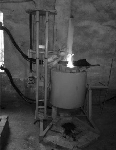 Hình 2: Lò hồ quang nấu thí nghiệm
