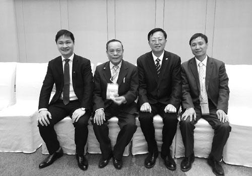 Đoàn Hội Đúc-LK Việt Nam cùng với ông Zhang Libo chủ tịch Hiệp hội Đúc Trung Quốc